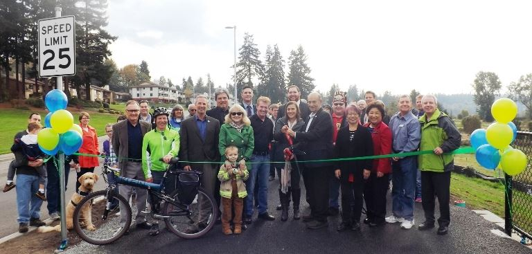 Crowd posing for group picture at Lakeview Trail Ribbon Cutting